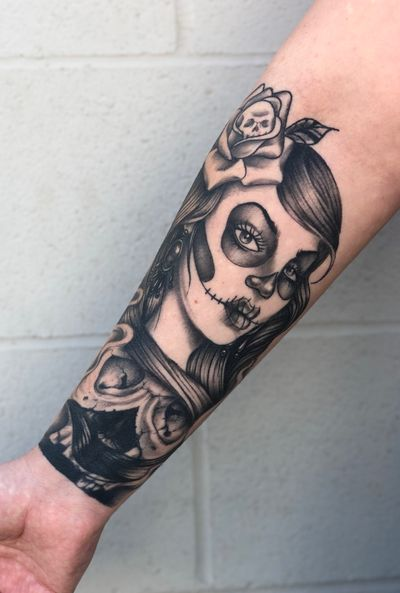 Healed day of the dead girl coverup. What do y'all think? Lmk in the comments below 😏For appointments & inquiries feel free to Dm/ email me (link to email in bio) . . . #joelmejiatattoo #blackandgrey #blackandgreytattoo #tattoo #tattoos #fusionink #fusionink_ca #tattoosnob #ink #hardliferotaries #blackwork #detail #tattoolover #tattooloverscare #freshlyinked #freshlyinkedmag #skinartmag inkmaster #tattoodo #dayofthedead #catrina #healed #healedtattoo