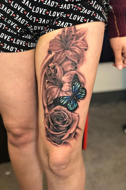 Rosas y mariposa tattoo