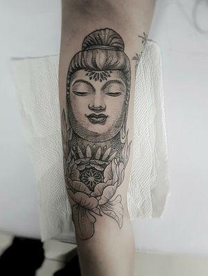 ##budism #buda #peony #womantattoo #goiania #tatuagemdelicada #dotworktattoo