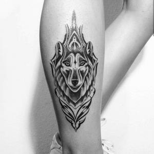 #lobo #wolf #ornamentaltattoo#feminina#fineline #tattoo #geometric #organica #mandala #flores #rosatattoo #dmoch