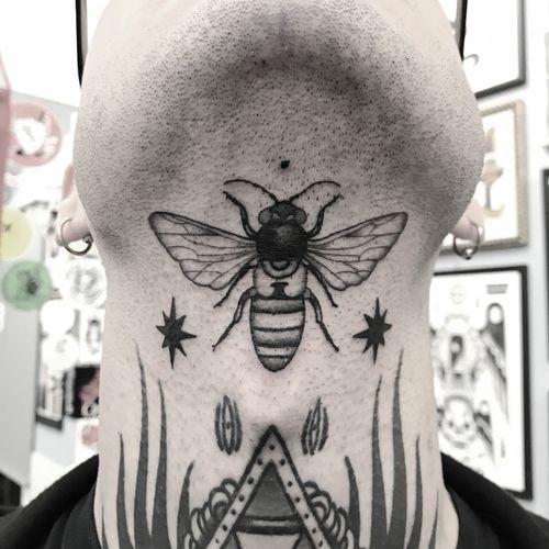 #totemica #tunguska #black #insect #bee #nature #entomology #tattoo #inkamatictattooshop #trieste #italy #blackclaw #blacktattooart #tattoolifemagazine #tattoodo