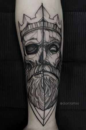 Old King. Line work tattoo. Grafik tattoo. Black tattoo. Black style. Dark tattoo. Skull arm sketch dotwork
