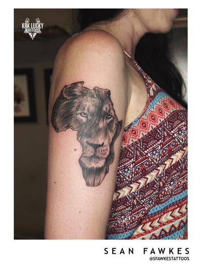 With Pride . . . #fresh #lionportrait by @sfawkestattoos . . . WALK INS WELCOME! Call - 021/422/2963 Email - info@kakluckytattoos.com . . . @flashheal @tattooinc.co.za @electrumstencilproducts . . . #tattoos #art #capetown #kakluckytattoos #tattoo #tattooartist #tattoosofig #tattooedlife #kloofstreet #southafrica #420 #tattoodo #skinartmag #inkedlife #tattoosofinstagram #ink #blxckink #capetowntattoo #kaapstad #lion #portrait #realism #fresh #africa #bigcat