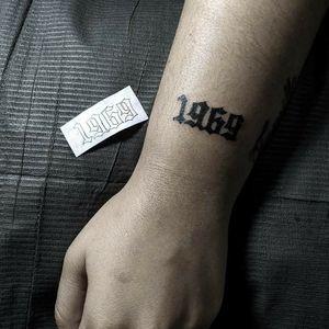 """Año """" 1969 """" en tipografía gotica"""