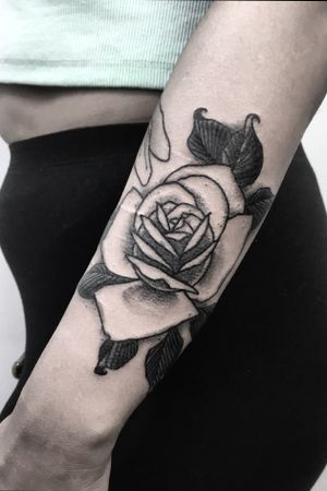 -ROSE- One more done on @noufiii_22 arm! This time a lovely black rose 🌹 ! Thanks again for the oportunity and trust!🙏🏿 . . . For more tattoos you can find me @motorinktattooshop in Amsterdam Or @thetattoogarden in The Hague . . . For more info send me a DM📩 . . . Thanks 🖖🏿🖖🏿🖖🏿 . . . #rosetattoo #rose #flowerstattoo #elbowtattoo #traditionaltattoo #oldschool #blackworkerssubmission #darkartists #thedarkestwork #blackmasterink #artesobscurae #tattrx #onlythedarkest #blackworkershero #amsterdam🇳🇱 #thehague #art #motorink #thetattoogarden #blackmasterink