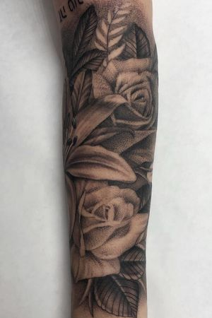 Finished this floral half sleeve a week ago or so. Love doing flowers all day Took a break from posting. Been busy. Now booking for March and April. Good day! #floralsleeve #flowertattoo #blackandgrey #bng #empireinks #dynamic #peaces #skanvas #cypress #longbeach #oc #inked #girlswithtattoos #blessed #goodvibes #positivity #onelove