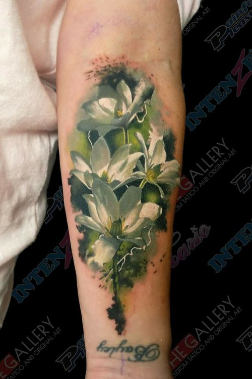 New Zealand native Clematis Paniculata. So much fun to tattoo, How can you be unhappy with tattooing flowers, they are just beautiful. Don't you think so? WHat is your favourite flower?