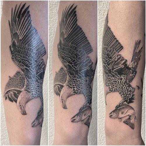 #tattoo #tatouage #eagle #eagletattoo #trout #trouttattoo #aigle #aigletattoo #bird #birdtattoo #fish #fishtattoo #realistic #realistictattoo #realisticink #blackandgreyink #blackandgrey #lausannetattoo #tattoolausanne #fann_ink