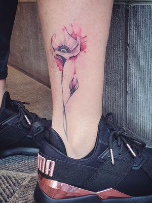 Healed #poppy #poppytattoo #flowers #flower #watercolorflower #watercolorpoppy #graphic #graphictattoo #bruxelles #Brussels #ankle #ankletattoo #pink #pinkflower #rose #cute #small #tiny