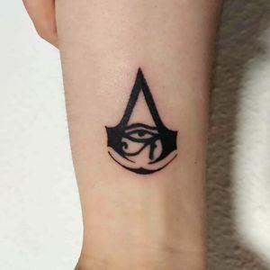 Assassins creed😊 Moites graxes por ponerte en mis manitos🤘🤗 . . 📧teteetattoo@gmail.com 📧 . . #tete #tattoo #tattoos #tattooartist #learning #inkedgirl #ink #tatuajes #spain #work #ilovemywork #artist #tattooart #art #inktattoo #inkart #inklove #art #spain #spaintattoo #assassinscreed #gamer #videogame #game