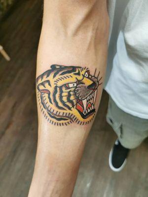 Olds school Saber tooth tiger