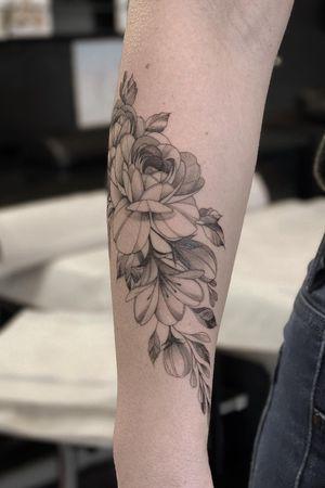 Line work #tattoo #tattooideas #tattoodesign #tattooing #tattooart #skinart #inkedmag #tattoomagazine #la #california #tattooworld #lettering #chicano #berlin #berlintattoo #blackandgrey #blackandwhite #newtattoo #dailywork #letteringtattoo #cursive #letteringsoul #charlottenburg #kreuzburg #타투 #블랙엔그레이 #베를린타투 #레터링 #치카노레터링 #freehand