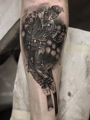 Cover up work. #tattoo #tattooideas #tattoodesign #tattooing #tattooart #skinart #inkedmag #tattoomagazine #la #california #tattooworld #lettering #chicano #berlin #berlintattoo #blackandgrey #blackandwhite #newtattoo #dailywork #letteringtattoo #cursive #letteringsoul #charlottenburg #kreuzburg #타투 #블랙엔그레이 #베를린타투 #레터링 #치카노레터링 #freehand