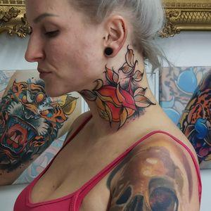 Rose neck tattoo 🔥 #tondriktattoo #ucernekotvy #necktattoo #rosetattoo #tattoodo #donotcopy