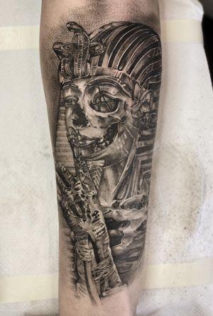 Black and grey work . #tattoo #tattooideas #tattoodesign #tattooing #tattooart #skinart #inkedmag #tattoomagazine #la #california #tattooworld #lettering #chicano #berlin #berlintattoo #blackandgrey #blackandwhite #newtattoo #dailywork #letteringtattoo #cursive #letteringsoul #charlottenburg #kreuzburg #타투 #블랙엔그레이 #베를린타투 #레터링 #치카노레터링 #freehand