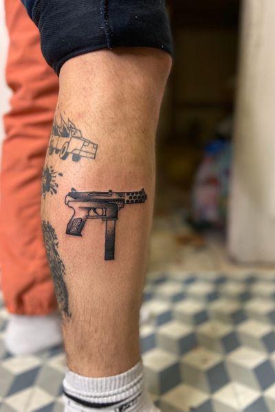 #drawing #tattoo #inked #ink #flashtattoo #tattooflash #paris #paristattoo #sketchtattoo #sketch #tatouage #perso #charactersketch #france #dessin #blackwork #black #paint #cartoon #bw #tattoo #tattoos #weapon #arme #uzi #gun