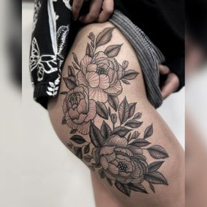 Large floral Tattoo 🌸 #linework #floral #feminine