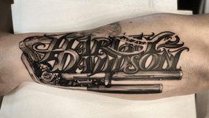 Harley davidson lettering work!! #tattoo #tattooideas #tattoodesign #tattooing #tattooart #skinart #inkedmag #tattoomagazine #la #california #tattooworld #lettering #chicano #berlin #berlintattoo #blackandgrey #blackandwhite #newtattoo #dailywork #letteringtattoo #cursive #letteringsoul #charlottenburg #kreuzburg #타투 #블랙엔그레이 #베를린타투 #레터링 #치카노레터링 #freehand