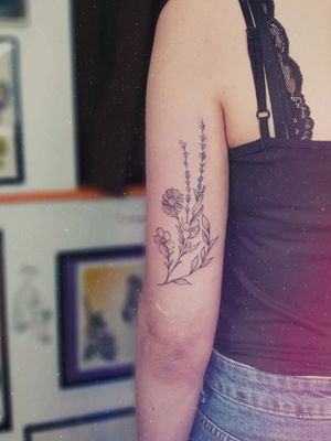 Freehand single needle floral design
