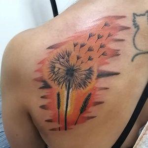 Diente de león. #dandelionflower #illustrative #fullcolortattoo #eclectictattoogallery #andrestorresart