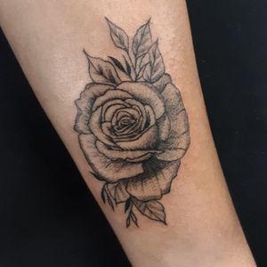 Rosa en estilo blackwork.