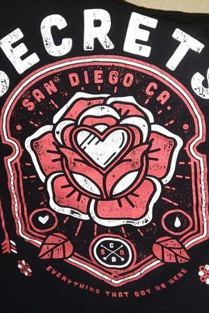 Secrets Band shirt Rose/Heart