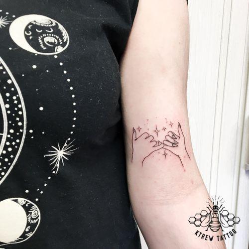 Pinky Swears Fine-line Tattoo by Kirstie @ KTREW Tattoo • Birmingham, UK 🇬🇧 #fineline #pinkyswear #bfftattoo #bestfriend #tattoo #birminghamuk