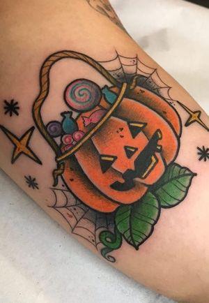 Abóbora com doces! #spoopy #spoopytattoo #halloween #doce #pumpkin #candy #jackolantern #candy