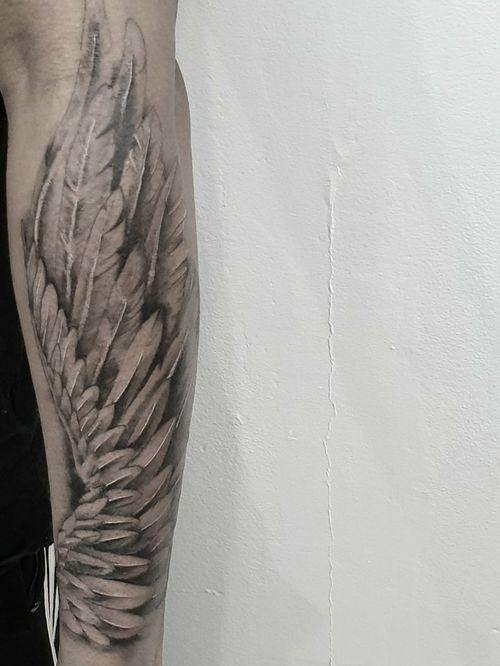 #tattoo #tattooidea #tattoodesign #tattooinspiration #tattoodo #tattooink #tattoolife #polishtattooartist #sanfranciscotattoo #berkeleytattoo #bayareatattoo #oaklandtattoo #jessejamestattoo #femaletattooartist #blackskintsttoo #wing #forearmtattoo