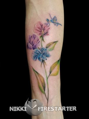 Sweepeas from a while ago. nikkifirestarter.com . . . #tattoos #bodyart #bodymod #modification #ink #art #queerartist #queertattooist #mnartist #mntattoo #visualart #tattooart #tattoodesign #thetattooedlady #tattooedladymn #nikkifirestarter #firestartertattoos #firestarter #minnesotatattoo #painttattoos #watercolortattoo #sweetpea #dragonfly #pastel #softtattoo #pasteltattoo #naturetattoo #flowers #insects #bugs