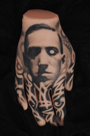 H.P.Lovecraft , made on synthetic skin #lovecraft#cthulhu#blackandgrey#realistic