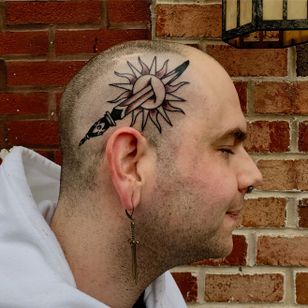 Scalp tattoo by Sema Dayoub #SemaDayoub #nassimdayoub #traditionaltattoo #qttr #queertattooer #sun #dagger #knife #scalp #sideofhead