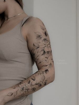 Sleeve! 😍 #floraltattoo #floral #tattoofloral #flowertattoodesigns #flowertattoo #flowers  #flowertattoos #tatuagem #spaintattoo #SpanishTattoos #SpanishArtists #floralsleeve