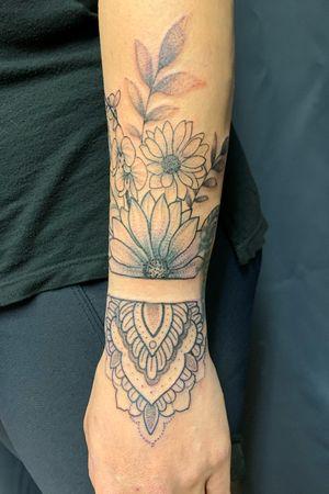 #mandala #flower #flowers #dotwork #TattooGirl #tattooidea