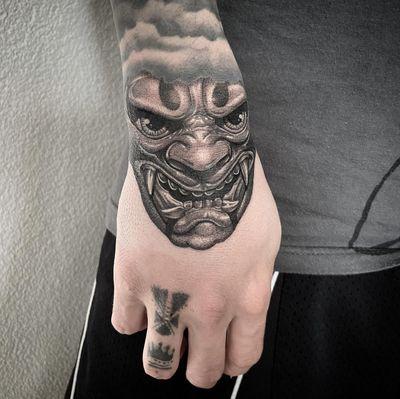 #tattoo #tatouage #japanesetattoo #japanesetattoos #hannya #hannyamask #hannyatattoo #mask #masktattoo #japanesemask #handtattoo #dot #dotwork #dotworker #dotworkers #petitspoints #stippletattoo #stippling #blackandgreytattoos #blackandgrey #blackandwhite #lausanne #lausannetattoo #tattoolausanne