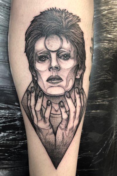 David bowie portrait done on the shin! #davidbowie #dotwork #dotworktattoo #pointilism #femaletattooartist