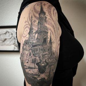 #photooftheday #tattoooftheday #tattoo #tatouage #castle #fairytale #fairytalecastle #castletattoo #fairydust #fairydusttattoo #maleficient #maleficienttattoo #realism #realistictattoo #realisticink #blackandgrey #blackandgreytattoo #lausanne #lausannetattoo #tattoolausanne #fann_ink