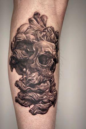 Statue with skull #skulltattoo #statue #skull #poseidon #zeus