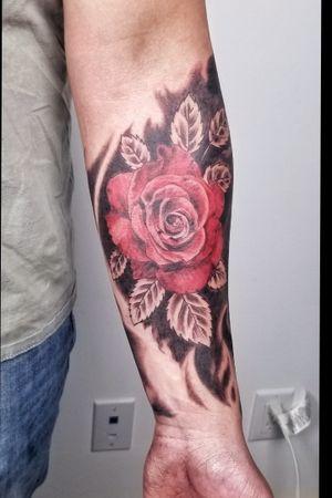 Color rose #colorrealism #redrose #rosetattoo #flowertattoo #abstractbackground