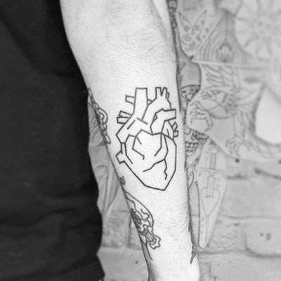 #handpoke #stickandpoke #healed #heart #linework #anatomy #illustrative #heartonsleeve #bold #femmefatale #alienink