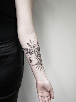 Floral ❤️ Bookings only via Instagram.  🇱🇹 Lithuania, Kaunas 📸 Instagram: @nikita.tattoo 📨 info.artistnikita@gmail.com 🧭 #tattoo #tattoos #tattoodesign #tattooartist #linework #lineworker #lineworktattoo #thinlinetattoo #fineline #dotwork #dotworktattoo #minimalism #minimalistic #minimalistictattoo #blackwork #blackworker #blackworktattoo #floral #floraltattoo #flowertattoo #flowers