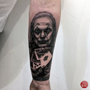 #joker #jokermovie #realism #realisticjoker #forearm #pokerstars #texasholdempoker #pokercards #pokercardstattoo #pokertattoo #tattoostyle #realistictattoo #realismtattoo #tattoosession #tattooartists