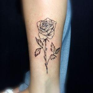 🌸 Iti rosinha #flor #flortattoo #floral #floraltattoo #fineline #delicada