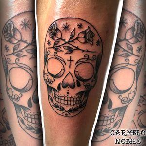Calavera mexicana 💀 #calaveramexicana #calavera #mexicana #tattoo #calaveratattoo #tatuaggiobraccio #teschiomessicano #sugarskull #dotworktattoo #carmelonobiletattoos