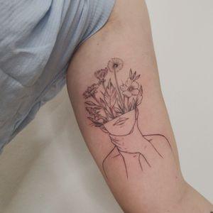 Flowers on my mind #fineline #flowers #flowermind #tattoo #tattoos #ink #inked #Tattoodo #inkedmag #jones