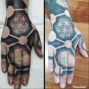 Fresh and healed hand Swirlywanxsinatra@gmail.com #tattoo #blackandgrey #mandala #dotwork #oakandirontattoo #brisbane #brisbanetattoo #blackworktattoo #blackwork #geometrictattoo #geometric #sydneytattoo #sydney #australiantattoo #ritalinpower #brisbaneartist #btattooing #brisbanetattooartist