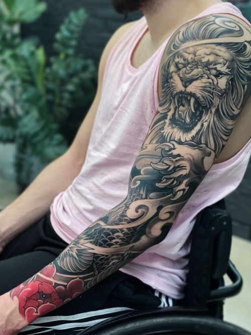 B&G sleeve with red peonies