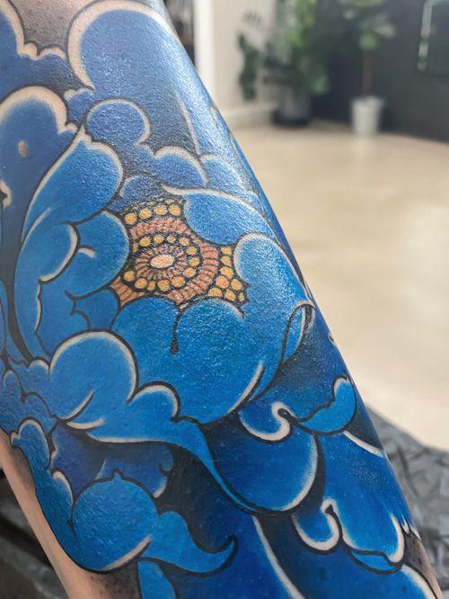 Blue peony #tattoodo #killerinktattoo #japaneseink #inkjecta #inkjectapro #wearesorrymom #japanesetattoo #japanesetattooart #irezumi #irezumiart #irezumitattoo #tattoo_composition #tattoo_art_worldwide