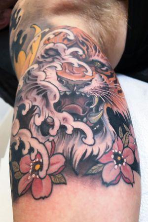 Surfing tiger🤛 #tattoodo #killerinktattoo #japaneseink #inkjecta #inkjectapro #wearesorrymom #japanesetattoo #japanesetattooart #irezumi #irezumiart #irezumitattoo #tattoo_composition #tattoo_art_worldwide