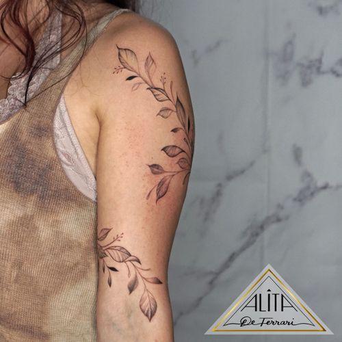 Free hand botanical design 🌿🔥 #miamitattoo #freehandtattoo #tattooideas #leavestattoo #wrappingtattoo #tattoodesign #customtattoo #finelinetattoo #finelines #naturetattoo #delicatetattoo